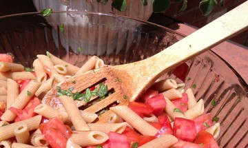 vegan pasta with tomato and basil